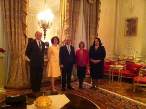 TC Londra Büyükelçisi Abdurrahman Bilgiç ve Sefire Esra Bilgiç Cumhurbaşkanımızın Eşi Sayın Meral Akıncı ile biraraya geldi (23 Ekim 2015)