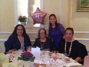 Büyükelçi Oya Tuncalı Ingiltere Turk Kadinları Yardim Dernegi Onursal Başkanı Akile Işın'ın 90. doğum günü için düzenlenen kutlamaya katıldı