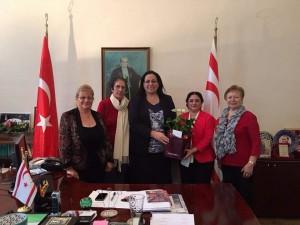 İngiltere Türk Kadınları Yardım Derneği yeni başkanı Sinem Arıca ve yeni Yönetim Kurulu üyeleri Büyükelçi Oya Tuncalı'ya bir ziyaret gerçekleştirdi.